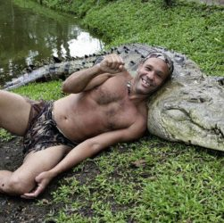 спас крокодила