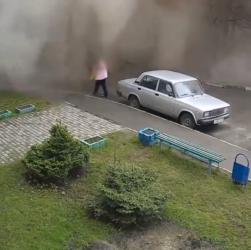 Пенсионерку накрыло потоком воды в Барнауле